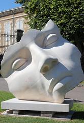 JOUR 226 Sculpture Grain de Pierre. (Anne-Christelle) Tags: projet365 365project sculpture blanc white lectoure gers art graindepierre visage