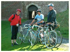 At Doune Castle. (Paris-Roubaix) Tags: doune castle stirlingshire flying scot group first ride murray street david rattray co ltd glasgow vintage scottish racing bicycles