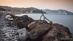 Tramonto sul golfo in ND10 (Ljevin) Tags: laigueglia canon 6d 24105 bw nd10 big stop lunghe esposizioni long exposure mare liguria capo mele golfo alassio tramonto sunset spiaggia sassi