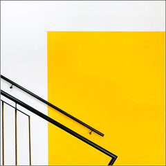 40/52 - Minimal abstraction (Herv Marchand) Tags: 2016 bretagne rennes abstraction minimal yellow stairs square week402016 52weeksthe2016edition weekstartingfridayseptember302016 canoneos7d irisa inria campus universit beaulieu