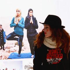 Femmes du monde (_ Adèle _) Tags: paris photoquai exposition photos photographes quaibranly muséedesartspremiers femmes palestine chapeau foulards couvrechef