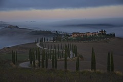 Today morning (Antonio Cinotti ) Tags: landscape paesaggio toscana tuscany italy italia siena hills colline campagnatoscana cretesenesi asciano nikond7100 nikon d7100 rollinghills nikon1685 baccoleno fog nebbia alba sunrise dawn