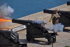 Malta 465 Salute (SwissMike62) Tags: malta mediterraneanisland mediterraneansea mediterranea sightseeing gun shoot gunfire weapons