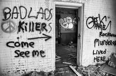 Killer ---> Come See Me (red_dotdesign) Tags: bw abandoned farmhouse typography graffiti abandonment rurex