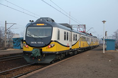 PR EN57AL-1501 , Wrocaw Muchobr train station 07.04.2013 (szogun000) Tags: railroad station electric set train canon tren poland polska rail railway commuter emu pr passenger trem treno ezt regio wrocaw pkp pocig  lowersilesia dolnolskie dolnylsk en57 przewozyregionalne wrocawmuchobr canoneos550d canonefs18135mmf3556is en57al d29273 d29275 en57al1501 d29757 d29758