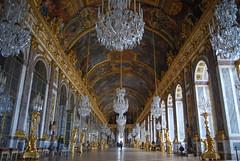 Galerie des Glaces (Sab Vzr) Tags: paris france de hall empty mirrors palace galerie des versailles chteau vide glaces