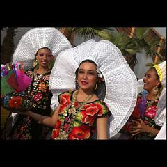 ~mexico lindo~ (uteart) Tags: ballet mexico colorful dancers jalisco folklore puertovallarta performers mexicano colorido mexicolindo utehagen uteart colorfulmexico copyrightutehagen2013allrightsreserved trajestipicosdelitsmodetehuantepecoaxaca puertovallartabahiadebanderasjalisco