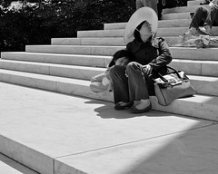 Step Sitters (Mondmann) Tags: blackandwhite bw woman usa monument girl america washingtondc memorial sitting unitedstates step jeffersonmemorial sitters mondmann fujifilmx100s