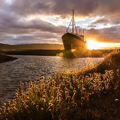 Sunsets fix It (Explore #21) (Fabian Fortmann) Tags: patreksfjörður iceland island westfjords ship wreck sunset landscape wideangle dslr canon 700d sigma 1770 sunrays lensflares