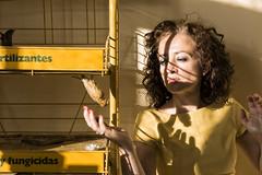 (Antonio Gutirrez Pereira) Tags: retrato antoniogutierrezfotografia dinamocoworking mujer surrealismo surreal color amarillo mirada