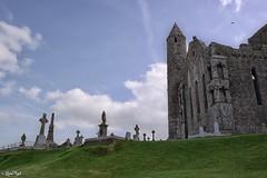 Carraig Phdraig - The Rock of Cashel (Lux) Tags: samsungnx2000 samsung nx2000 fogliluca lux76 nobrainstudio trip ontheroad wild ireland eire irlanda irish land green