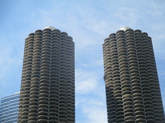 State Street 37 - Marina City (worldtravelimages.net) Tags: chicago statestreet theatredistrict 2016 worldtravelimages