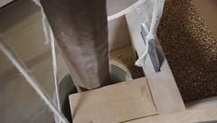Holgate Windmill - milling grain (5 - video)
