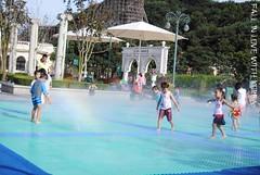 Everland (OnlyNiia) Tags: park people fountain birds children zoo korea safari seoul giraffes southkorea attractions yongin everland koreaseoul