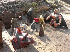 Mourning over the Fallen (Barbecue17) Tags: motu heman mastersoftheuniverse castlegrayskull matteltoys motuc flickrandroidapp:filter=none kingheman