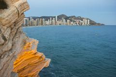 Vista de Benidorm. (Lizraquel) Tags: sol mar mediterraneo mr playa vista puesta turismo mirador roca benidorm calor clima calido