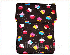 REF. 0079/2013 - Case Notebook Cupcakes Marrom (.: Florita :.) Tags: notebook kokeshi matrioska netbook ipad capanotebook bolsaflorita casenotebook bolsanotebook caseipad bolsacasenoteenetbook bolsanetbook casenotebookemtecido caseemtecido