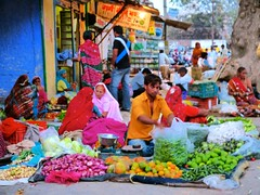 "mercado Bundi ¡color! • <a style=""font-size:0.8em;"" href=""http://www.flickr.com/photos/92957341@N07/8677655396/"" target=""_blank"">View on Flickr</a>"