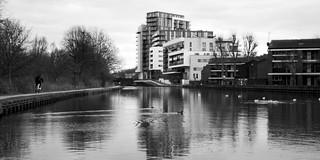 Afon Lee a Matchmakers Wharf, Hackney, Llundain