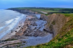 Dunraven Bay, Southerndown (Paula J James) Tags: cliff beach southwales wales cliffs geology valeofglamorgan southerndown bristolchannel welshcoast dunravenbay glamorganheritagecoast southeastwales welshcoastline walescoastpath welshcoastpath