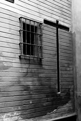 Calle Cruces (ngel Delgado) Tags: sevilla seville andaluca andalucia andalusia espaa espana spain europa europe european cruz cross calle street blanco negro blancoynegro black white blackandwhite wb ventana ventanas window windows canon flickr judera jewry barrio santa oscuro oscuridad dark arquitectura architecture eos 300d byn foto fotos fotografa photo photos photography digital bw monumento monument