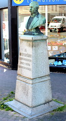 Le Neubourg - Arthur Benoni Ferrand (Philippe Aubry) Tags: statue buste normandie eure plaineduneubourg leneubourg arthurbenoniferrand maire