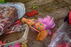 Herbst (Wischhusenpixel) Tags: herbst autum barbie puppe spielzeug toy wraste mll abfall sperrmll herbstbltter connywischhusen wischhusenpixel