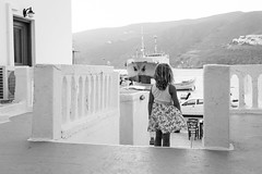 Portrait, Amorgos Greece (mafate69) Tags: eu ue europ greece grce greek amorgos cyclades portrait photoreportage photojournalisme photojournalism rue reportage documentaire documentary nb noiretblanc bw blackandwhyte candid child enfant sea mer port harbour fille girl evening soire mafate69 streetshot street streetlevelphoto