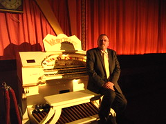 Resident organist Paul Gregson at The Royalty Cinema, Bowness on Windermere, Cumbria. (Paul Gregson) Tags: cinema organ cumbria windermere wurlitzer bowness bownessonwindermere organist organconsole wurlitzerorgan cinemaorgan royaltycinema paulgregson furnesstheatreorganproject