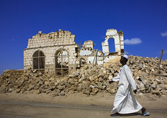 Man Passing In Front Of A Ruined Ottoman Coral Buildings, Suakin, Sudan (Eric Lafforgue) Tags: africa sky history coral horizontal stone architecture turkey outdoors island photography day northafrica soedan destruction redsea sudan heat ottoman thepast turkish oneperson ruined soudan deterioration tranquilscene northernafrica traditionalclothing traveldestinations colorimage suakin jalabiya buildingexterior fulllenght oldruin onemanonly nonurbanscene  1people szudn sudo  builtstructure northernsudan northsudan   sawakin  unescotentativelist  turkishinternationalcooperationanddevelopmentagency  xuan eri9267