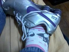 Me wearing some sneakers (Tnisamante) Tags: feet shoe sneakers