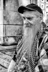 Old man, long beard (Roswitz) Tags: man beard street