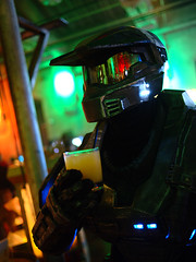 Master Chief drinking orange juice (Ian Muttoo) Tags: dsc69541edit x16 microsoft xbox toronto ontario canada gimp ufraw xboxone distillery distillerydistrict thefermentingcellar gameshowcase halo masterchief orangejuice