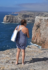 'Escape Bid' (EZTD) Tags: portugal eztd eztdphotography eztdphotos 2016 august2016 nikond90 algarve holidays ferien vacances vacaciones lagos sagres cabosaovicente capestvincent mostsouthwesterlypointineurope europa sunglasses gafasdesol sol soleil capesaintvicent tourist mujer lady dame woman