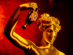 nachgieen.. // Bei Licht betrachtet (seyf\ART) Tags: abstrakt manipulation lightroom light kunst art museum galerie indoor statuen marmor berlin portrait golden digital colorful