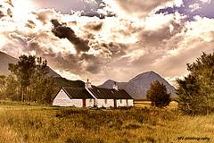 Black Rock Cottage (HDR) (MV.photography.) Tags: scotland schottland hdr glencoe mountain berg wolken clouds wolkig cloudy ballachulish alba uk vereinigtesknigreich unitedkingdom glenetive blackrockcottage cottage glencoemountain meallabhuird ladiesscottishclimbingclub highlands