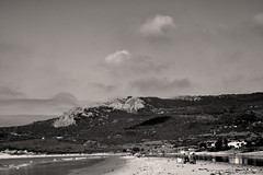 La orilla (ZAP.M) Tags: nwn playa nubes naturaleza nature beach bn bolonia cdiz andaluca espaa flickr zapm mpazdelcerro nikon nikond5300