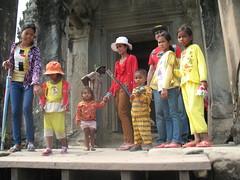 Tourists, Angkor Wat, Cambodia (rodeochiangmai) Tags: cambodia southeastasia angkorwat