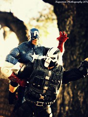 Captain America vs Crossbones (THE AMAZING KIKEMAN) Tags: man black america comics movie scott toy james spider amazing iron action bruce steve banner spiderman andrew cyclops tony lizard scorpion peter xmen captain figure legends carnage barton hawkeye clint rogers curt hulk logan biz thor marvel stark universe widow natasha garfield rhys parker crossbones avengers wolverine connors select 2012 hasbro summers the romanoff howlett ifans phothography