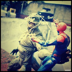 The Amazing Spider-Man vs The Lizard (THE AMAZING KIKEMAN) Tags: man black america comics movie scott toy james spider amazing iron action bruce steve banner spiderman andrew cyclops tony lizard scorpion peter xmen captain figure legends carnage barton hawkeye clint rogers curt hulk logan biz thor marvel stark universe widow natasha garfield rhys parker crossbones avengers wolverine connors select 2012 hasbro summers the romanoff howlett ifans phothography