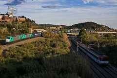 Teco en el Papiol (UT440 131M) Tags: barcelona ex train canon tren photography eos photo spain europa europe ar euro sigma rail railway zug catalonia catalunya 013 serie trainspotting spotting 015 dg contenedores transporte teco 4000 ferrocarril aleix trainspotter alco espanya 247028 catalogne baixllobregat locomotoras spotter 335 corts adif ffcc activa administrador elctricas hsm ferroviarias disel vossloh canonistas elpapiol euro4000 335013 ferrocat deinfraestructuras 335015