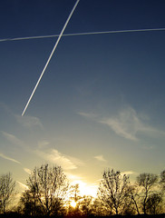 Meteorites with engines (M1_Ke1) Tags: sunset sky plane scia