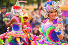 Mickey's Soundsational Parade (heytherejere) Tags: dancers disneyland disney parade disneycastmembers disneyparks soundsational mickeyssoundsationalparade donaldsfiestafantastico piatadancer