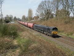 D-loc 6614(Elten 22-4-2013) (Ronnie Venhorst) Tags: train gm diesel zug 66 class trein ers elten hgk class66 6614 dloc dieseltrein goederentrein kolentrein dlok zelflossers zelflosser dieselmaterieel rheincargo ers6614