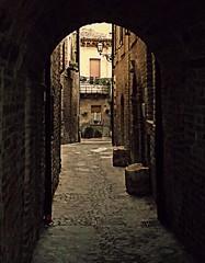 * (Ska * mon) Tags: street windows italy strada italia finestra vicolo arco marche scorcio lampione windsurf balcone stradina finestre balconcino vicoletto