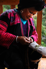 Sewing  Lady  (MelindaChan ^..^) Tags: china old red woman heritage lady female rural work countryside costume village dress sewing traditional culture mel melinda granny ethnic minority yao guangxi longsheng dragonsbackbonericeterraces        chanmelmel melindachan