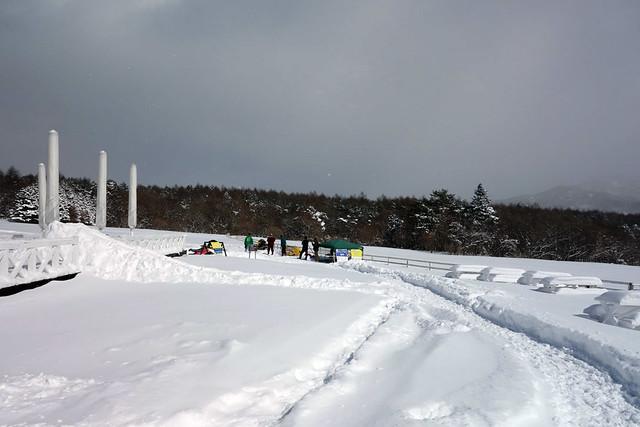 キープファームショップで雪バナナボートを体験|キープファームショップ
