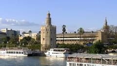 Trfico portuario (vcastelo) Tags: espaa ro sevilla andaluca spain guadalquivir day torre barcos seville clear andalusia oro ribera betis