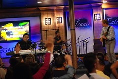 Servicio - 05/15/13 (Rudy Gracia) Tags: people music church de hands worship florida god miami south jesus crowd iglesia rudy christian spanish vida hollywood fl pastor praise gracia preaching cristiana segadores ruddy predica