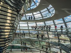 Under the dome (Ulmi81) Tags: olympus omd em1 zuiko 1454 ft berlin reichstag parlament parliament kuppel dome menschen glas stahl fenster windows weg way architektur architecture modern spiegel mirror besucher visitors regierungsbezirk april 2016 sky art city stadt people walking gehen rampe ramp brücke bridge neu new deutschland germany
